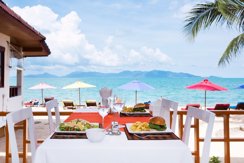 BEACH-HACIENDA-BEACH-RESORT-MAENAM-KOH-SAMUI-THAILAND-LUNCH-ON-THE-BEACH