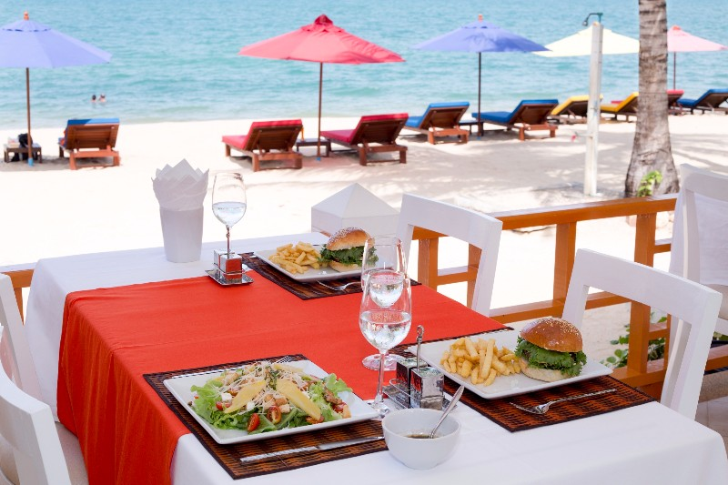 BEACH-HACIENDA-BEACH-RESORT-MAENAM-KOH-SAMUI-THAILAND-RESTAURANT-ON-THE-BEACH-EUROPEAN-FOOD