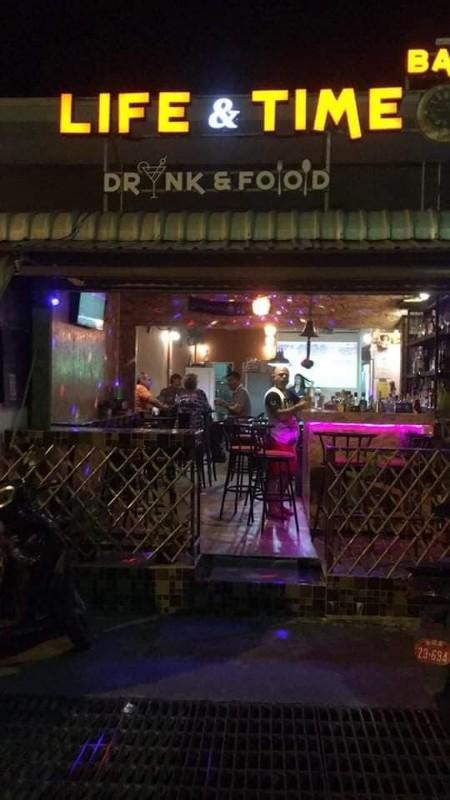 The-Bar-Restaurant-Life-Time-à-Phuket-2
