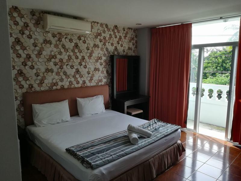 FnB-Hôtel-à-Pattaya-En-centre-ville-100-m.-de-la-plage-1