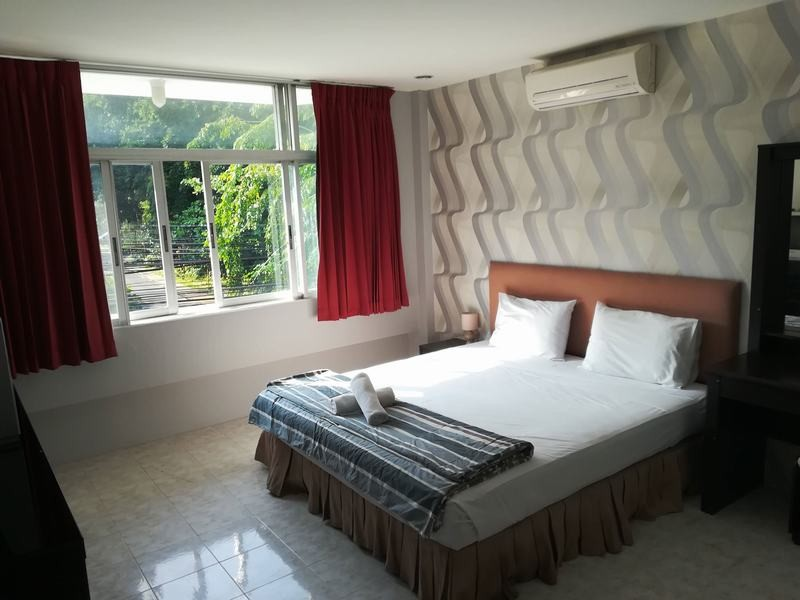 FnB-Hôtel-à-Pattaya-En-centre-ville-100-m.-de-la-plage-3