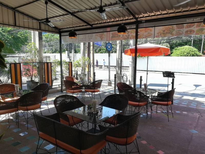 FnB-Hôtel-à-Pattaya-En-centre-ville-100-m.-de-la-plage-6