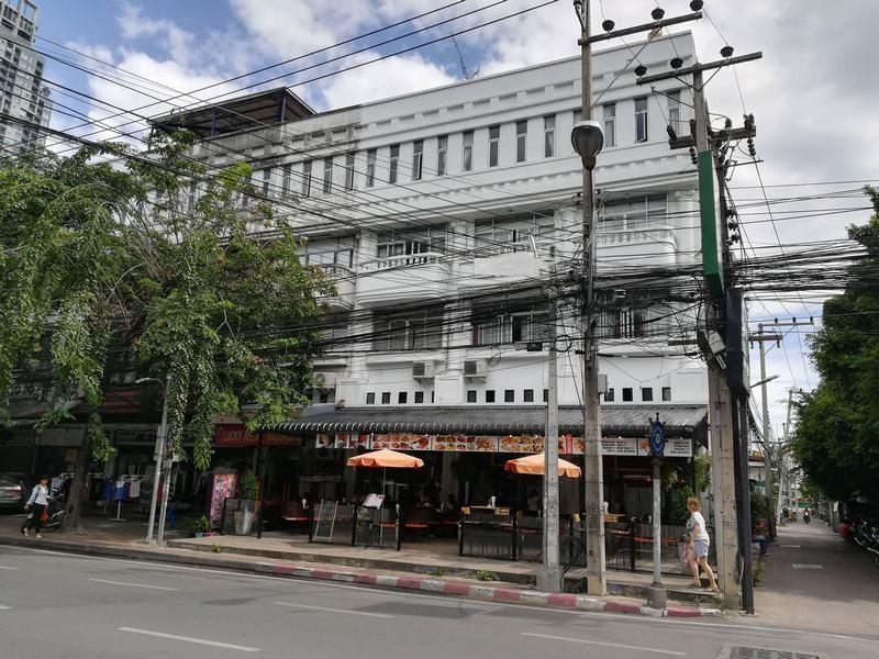 FnB-Hôtel-à-Pattaya-En-centre-ville-100-m.-de-la-plage-8