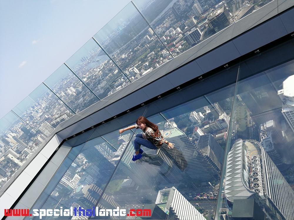 Mahanakhon SkyWalk à Bangkok 74 étages